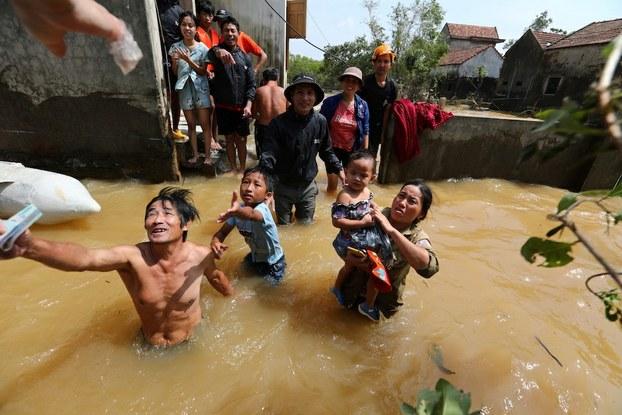 Người dân miền Trung trải lòng sau bão lụt