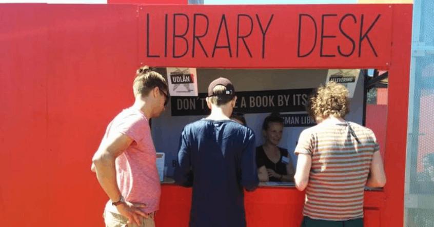 """Thư viện độc đáo ở Đan Mạch, có thể """"mượn người"""" thay vì mượn sách"""