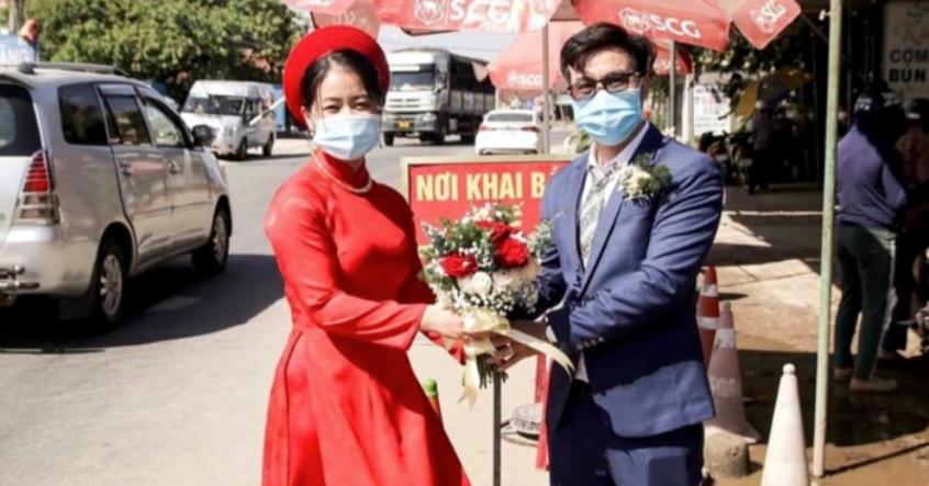 Cô dâu Quảng Nam, chú rể Đà Nẵng trao sính lễ tại chốt kiểm dịch… rồi ai về nhà nấy